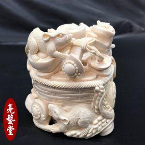 猛犸象牙雕刻老鼠福鼠摆件