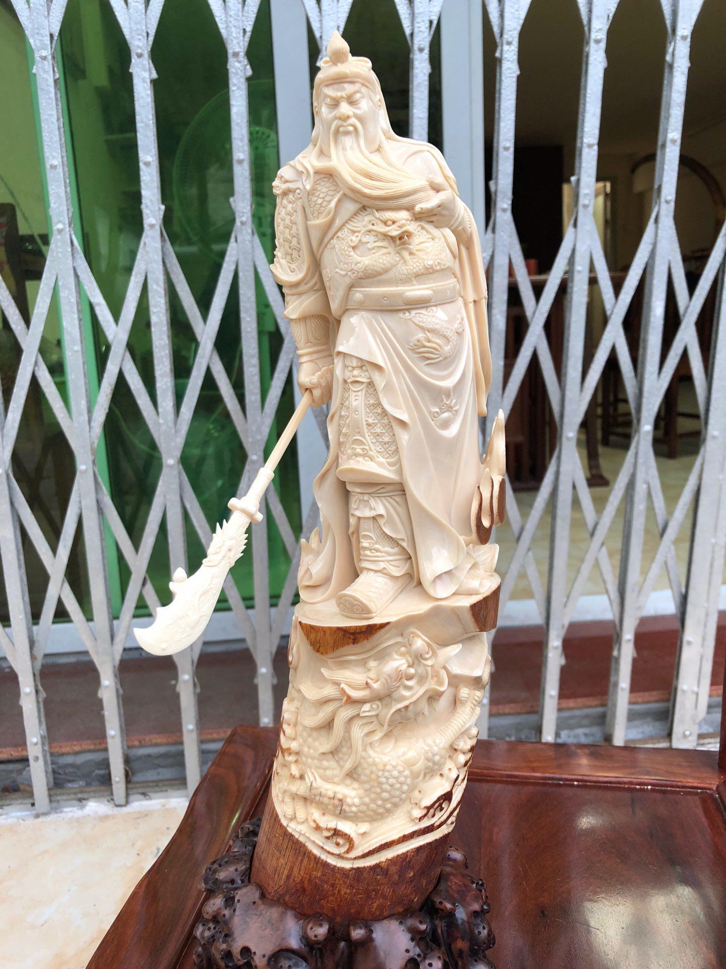 猛犸象牙关公摆件天然猛犸象牙雕刻大刀关羽摆件