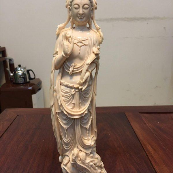 王金亮大师雕刻猛犸象牙御龙观音摆件