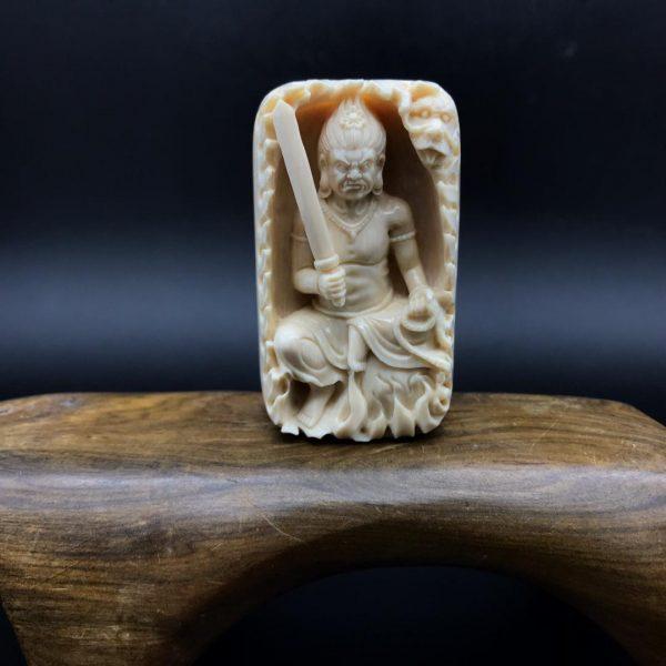 王金亮大师猛犸象牙不动明王镂空雕刻牌子黄金皮