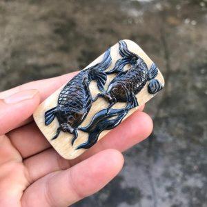 猛犸象牙蓝皮巧雕年年有余锦鲤牌子挂件